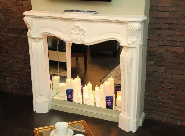 Камінний портал зі свічками